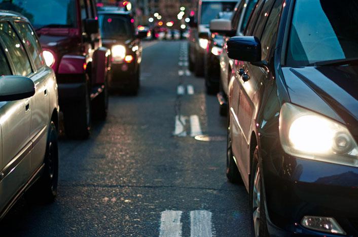 Tráfico de coches en la calle