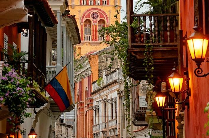 Calles de Colombia en el anochecer