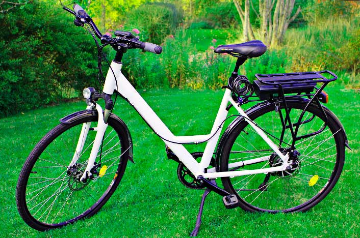 Bicicleta en pasto