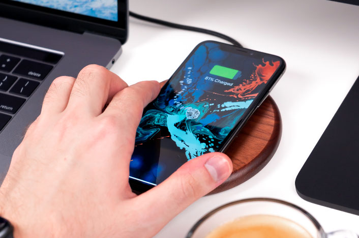 Dispositivo móvil cargándose