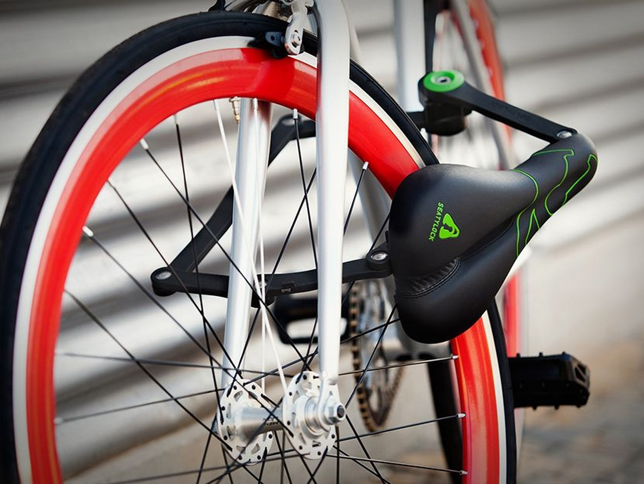 Asiento de bicicleta que sirve como candado