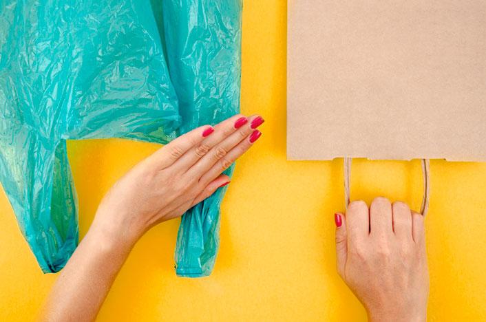 Bolsa plástica y de papel