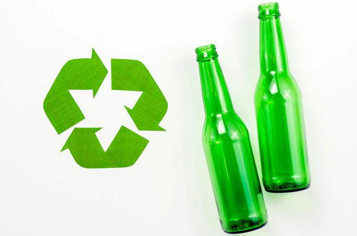 Reciclando botellas para ahorrar energía