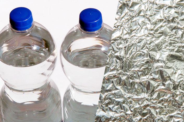 Botellas plásticas y papel de aluminio