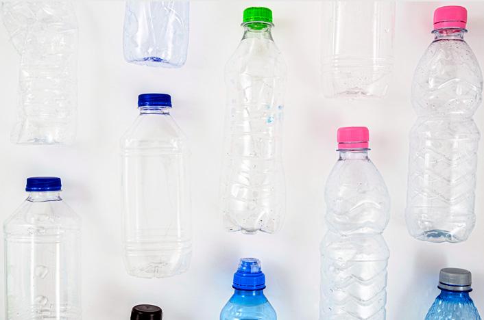 Para Construir un calefón solar casero en Argentina necesitarás botellas plásticas