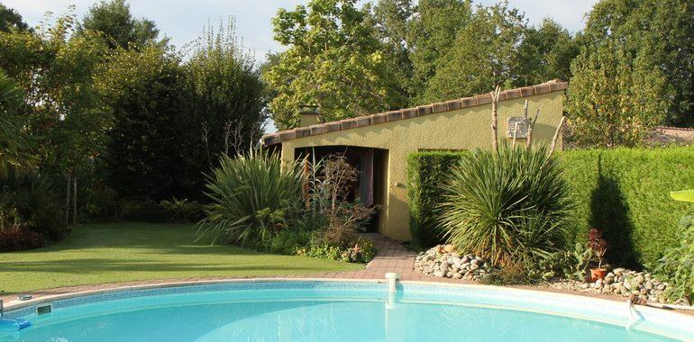 Ejemplo de piscina que puede incorporar un calentador solar casero.