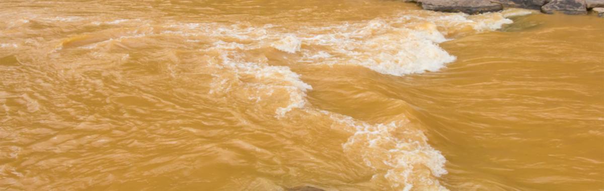 Aguas contaminadas río Medellín