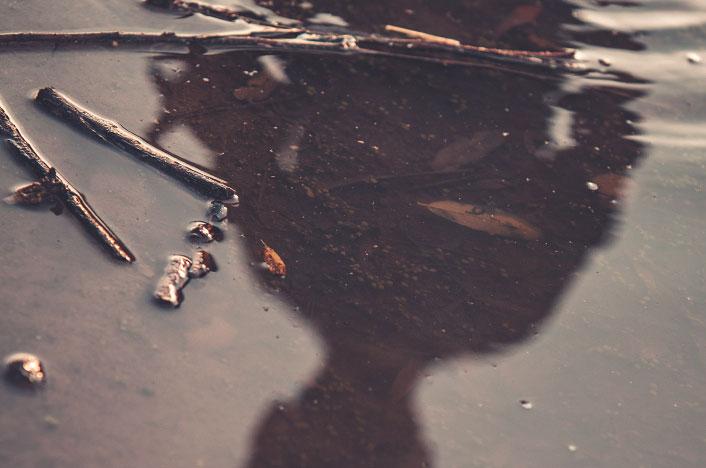 Charco de agua contaminada