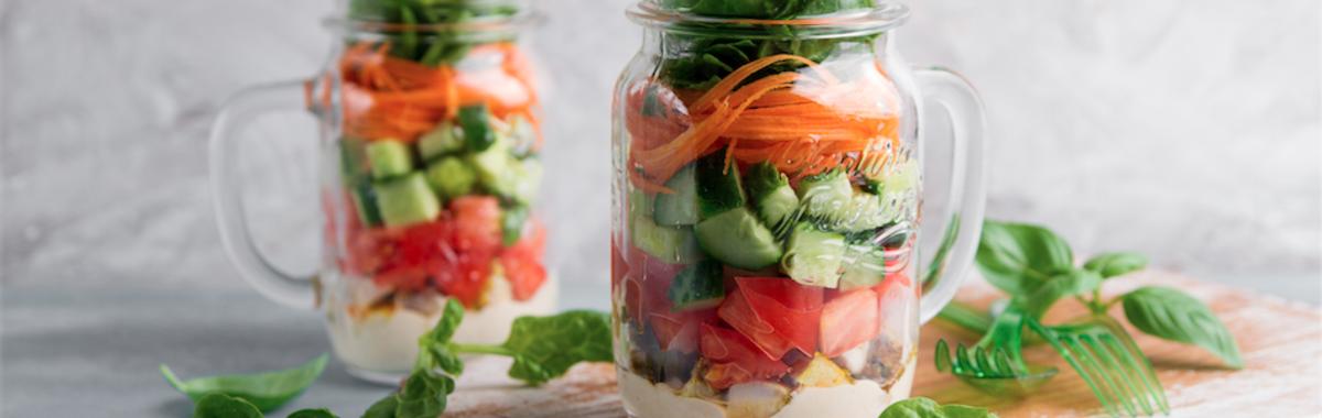 Comida para llevar: recetas de ensaladas en frascos de vidrio
