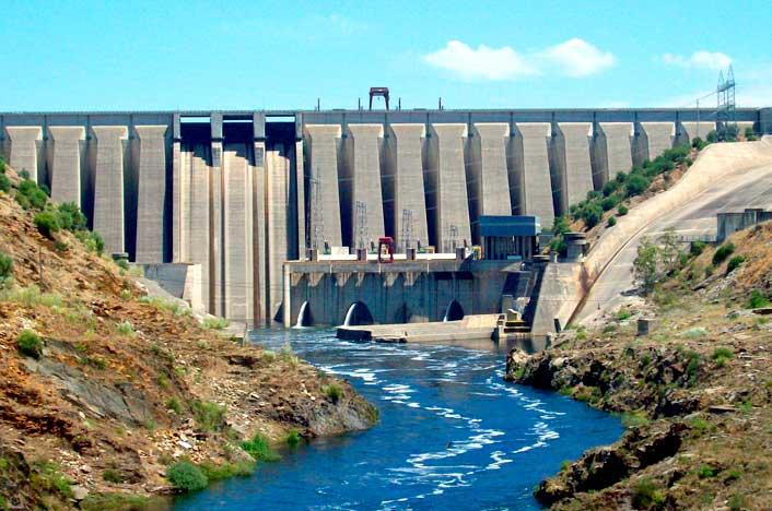 Presa de agua en España