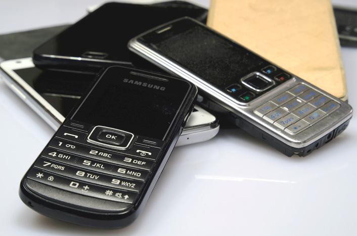 Aprende a reciclar móviles viejos