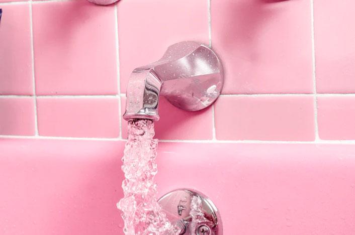 Reutilizar agua en casa de la ducha