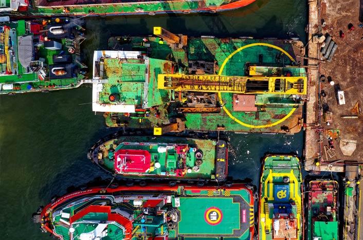Contaminación Marina y de los oceanos - Barcos en el puerto