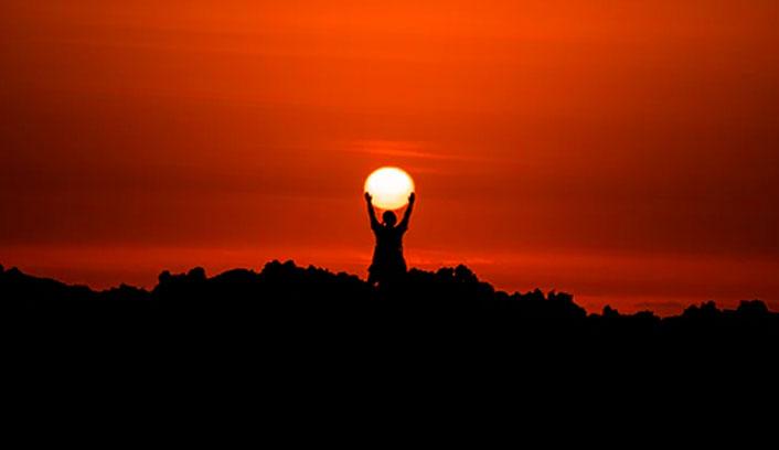 sol entre los brazos