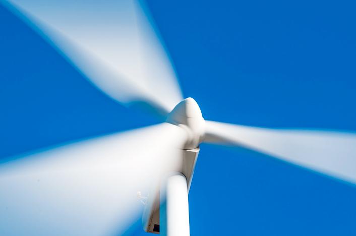 Aspas en movimiento de un molino de viento