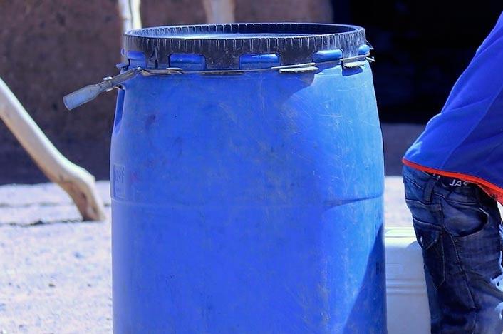 Recipiente plástico para hacer un biodigestor casero