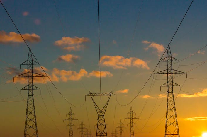 Generación de electricidad por biomasa y postes de la luz