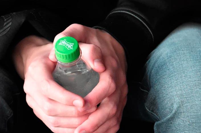 Botella con tapón de plástico