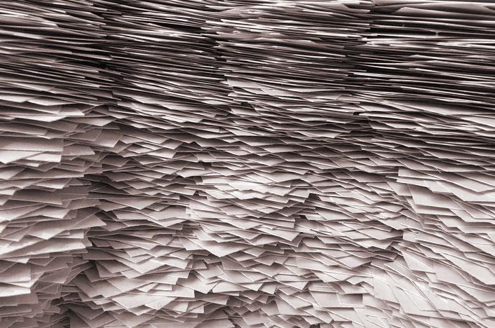 Montones de papeles para reciclar