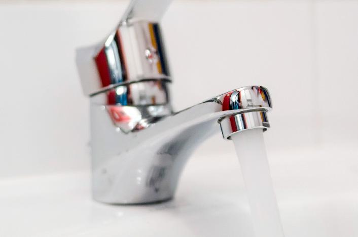 Grifo de agua abierto