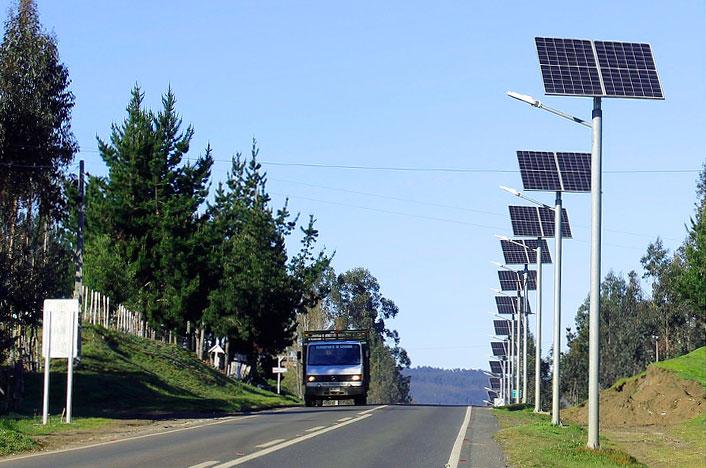 Lámparas solares en la carretera