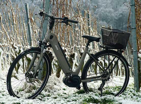 bicicleta eléctrica en la nieve