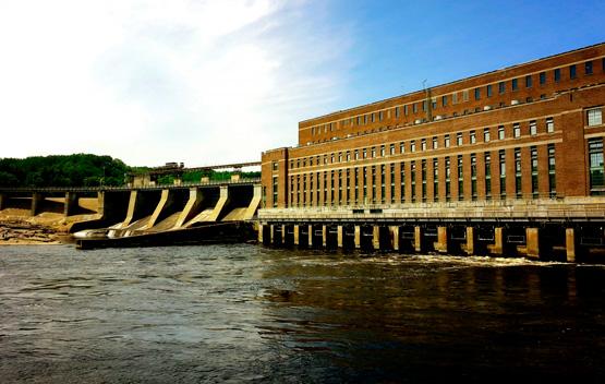 central de energía hidráulica