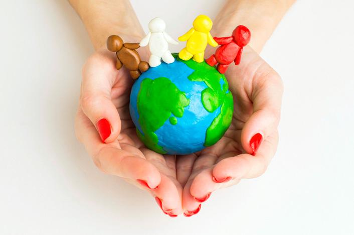 planeta Tierra en manos